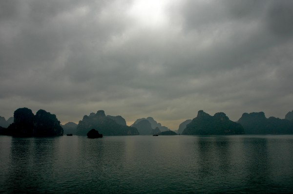 Ha-Long-Bay-Rain:vietnam